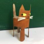 Przepis na kota: 1. narysuj kształt kota na rolce (następne zdjęcie) 2. wytnij kształt nożyczkami 3. pomaluj 4. możesz dokleić oczy i wąsy z resztek rolki